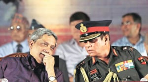 Defence Minister Manohar Parrikar and GOC-in-C, Southern Command, Lt Gen Ashok Singh at the Sainik Samman Samaroh in Pune for discussions regarding 'ONE RANK ONE PENSION' scheme.