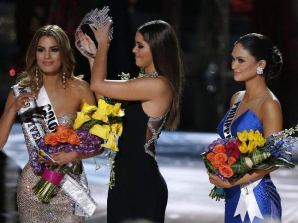 Embarrassing Moment on Miss Universe 2015 Final 1