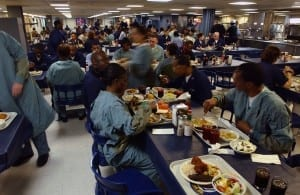 1280px-US_Navy_030425-N-6967M-203_Crew_members_take_time_to_get_a_bite_to_eat_on_the_mess_decks_of_the_USNS_Comfort_(T-AH_20)