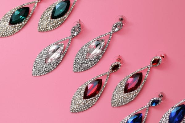 OOMPH Every Look With 15 Different Types of Earrings 4