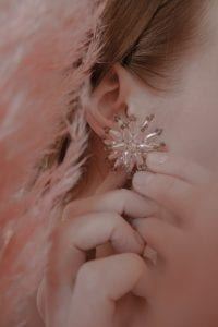 OOMPH Every Look With 15 Different Types of Earrings 6