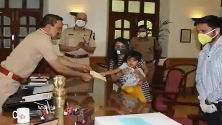 Three year old Baker makes Priceless Contribution to Mumbai Police 10