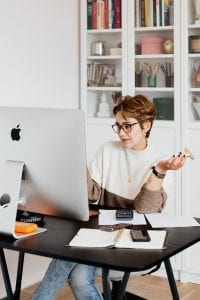 focused-businesswoman-working-with-computer-in-office-4491439