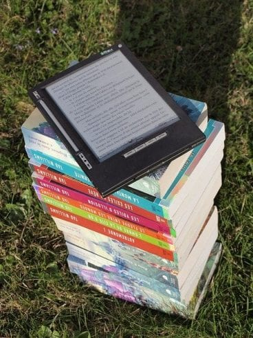 how do reading books help us